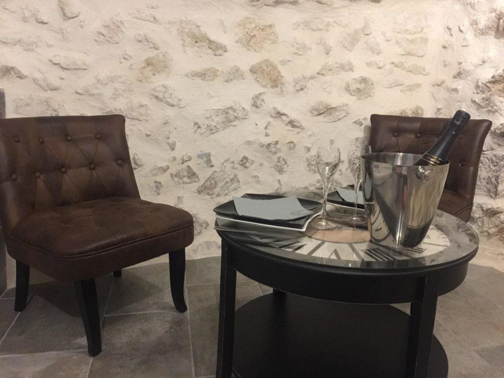Espace détente personnalisé table dressée